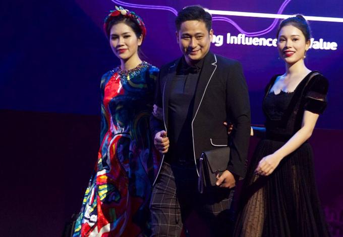 Diễn viên, người mẫu Linh Rin (ngoài cùng bên trái) từng đoạt quán quân The Look 2017 đi cùng vợ chồng Minh Tiệp. Cô đang được đàn anh dìu dắt, chỉ bảo khi bước chân vào làng giải trí.