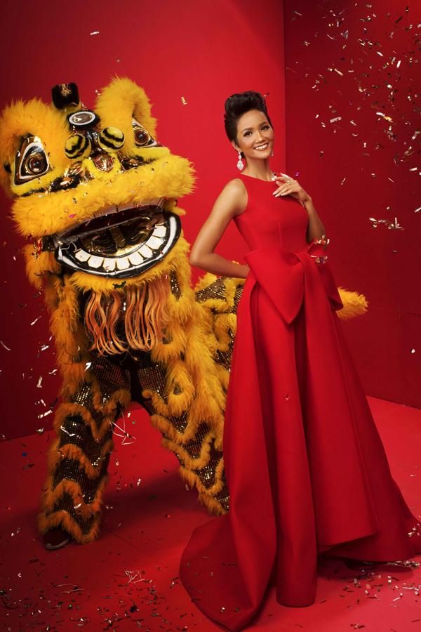 HHen Niê cùng Á hậu Hoàng Thùy, Mâu Thủy rạng rỡ trong bộ ảnh Tết - 3