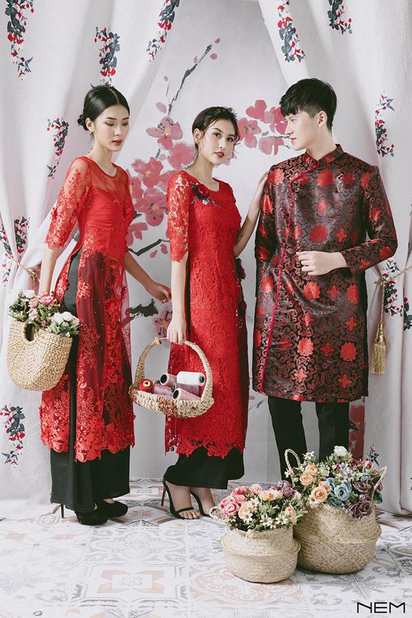 Dịp Tết Mậu Tuất, NEM mang đến nhiều lựa chọn cho phái đẹp với các kiểu áo dài cách tân cùng sắc màu đa dạng. Thương hiệu sử dụng chất liệu gấm cao cấp, các chi tiết thêu tay, họa tiết đặc trưng mang nét truyền thống.