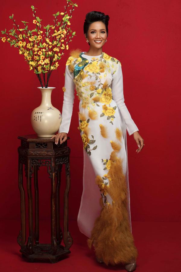 HHen Niê cùng Á hậu Hoàng Thùy, Mâu Thủy rạng rỡ trong bộ ảnh Tết - 5