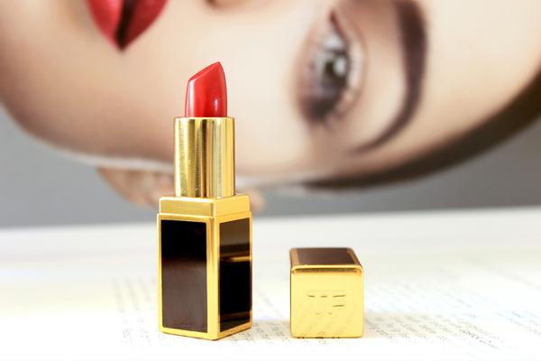 Tom Ford Cherry Lush Với những cô nàng thích trang điểm, nghiện son môi thì thương hiệu Tom Ford có sức hấp dấn