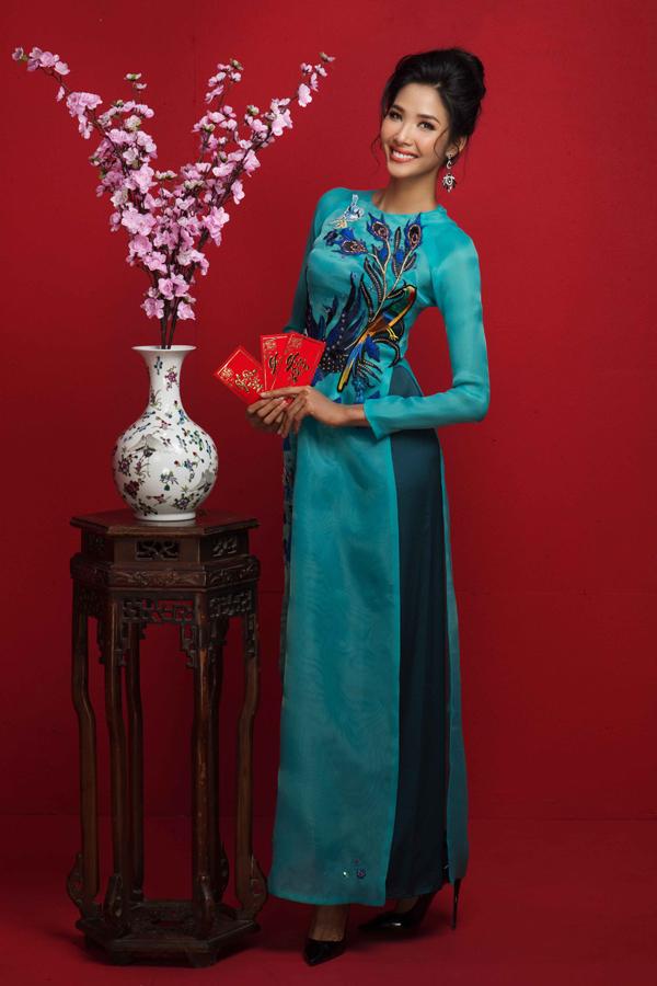 HHen Niê cùng Á hậu Hoàng Thùy, Mâu Thủy rạng rỡ trong bộ ảnh Tết - 7