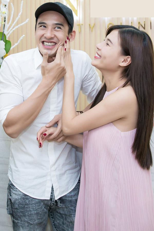 Thúy Diễm cho biết, cả năm hai vợ chồng lăn lộn trên phim trường nên phải tranh thủ cuối năm đi tút lại nhan sắc để đón Tết.