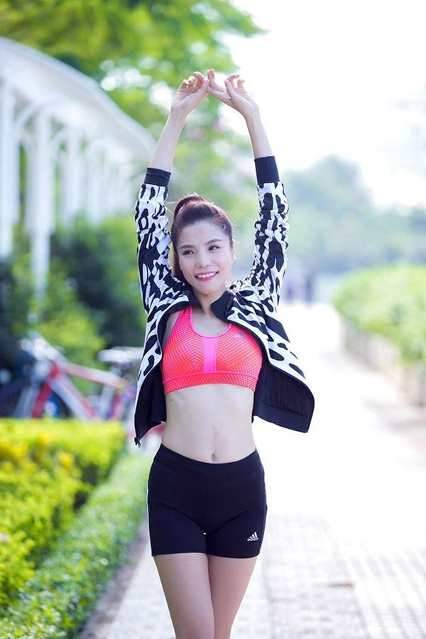 Kiwi Ngô Mai Trang tiết lộ, cách lấy lại vòng eo nhỏ nhắn là tích cực xông hơi, massage eo và đắp túi thảo dược