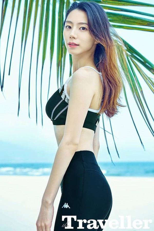 Không sở hữu nhan sắc khuynh thành song Park Soo Jin lại có được thân hình mảnh mai và làn da luôn căng mịn như da em bé.