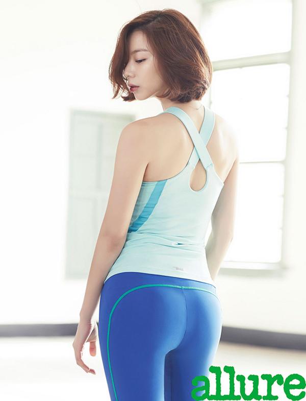 Dù đã trải qua một lần sinh nở song bà xã của Bae Yong Joon vẫn giữ được những đường cong quyến rũ. Dù thân hình khá mảnh dẻ nhưng Park Soo Jin lại có vòng eo con kiến và vòng hông quả táo săn chắc.
