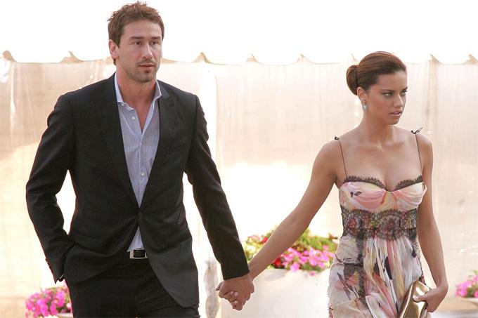 Thiên thần nội y Adriana Lima trao lời thề nguyền với cầu thủ bóng rổ Marko Jaric trong một buổi lễ đăng ký kết hôn vào Valentine 2009 tại bang Wyoming. Nhưng cuộc hôn nhân của họ đã không kéo dài được bao lâu. Cặp sao chia tay vào năm 2014.