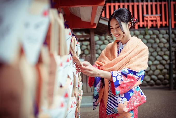 Á hậu cao nhất Việt Nam trễ nải vai trần ở Nhật Bản - ảnh 10