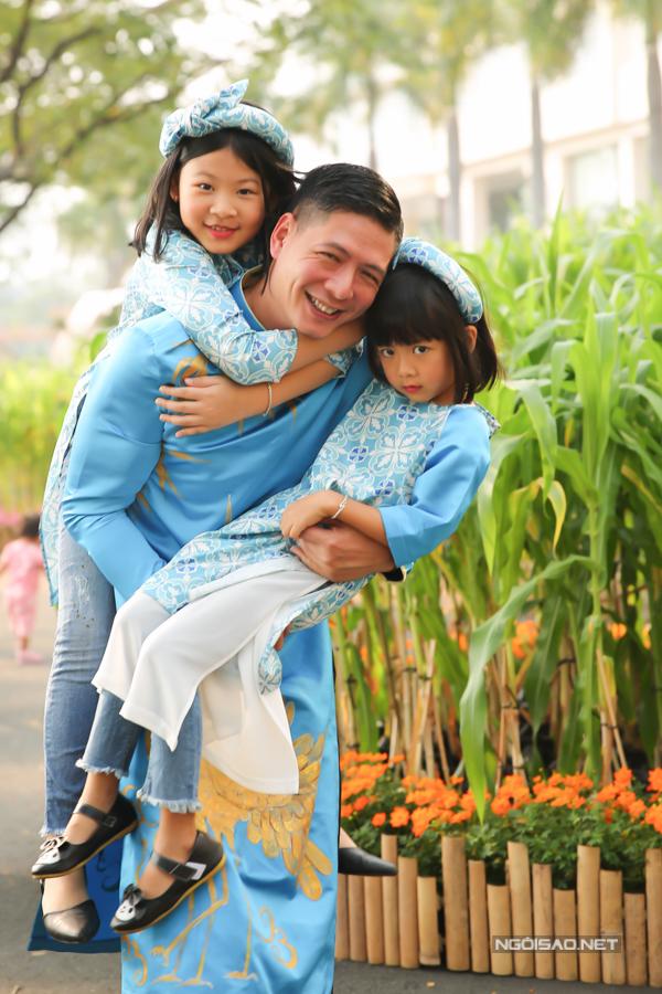 Bình Minh nổi tiếng là một trong những ông bố nghệ sĩ rất cưng chiều con gái.
