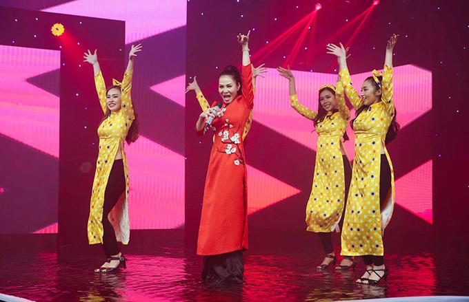 Bảo Anh mặc váy ngẵn cũn khi quay hình Gala chào xuân - ảnh 6