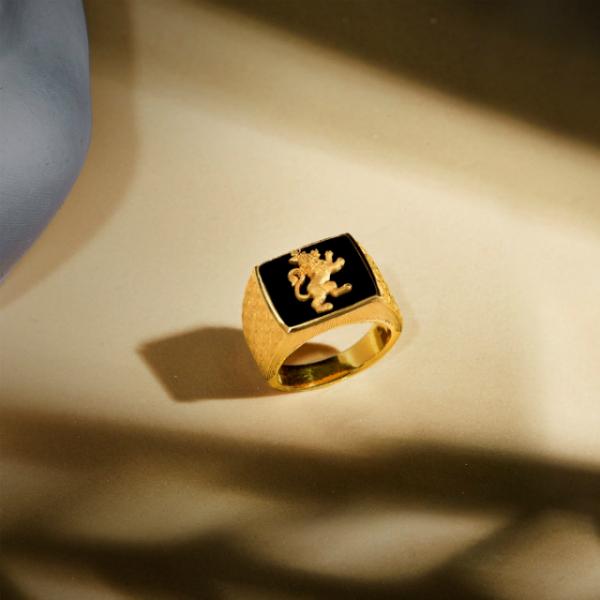 Trang sức vàng may mắn dành cho phái mạnh.
