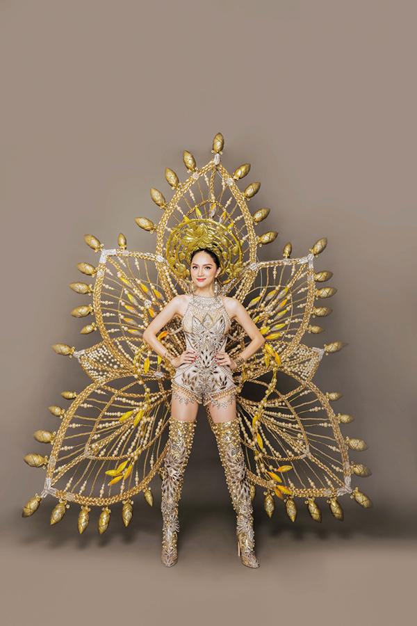 Hương Giang gợi cảm, ấn tượng trong trang phục dân tộc.