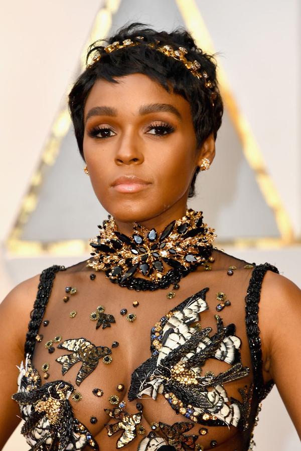Style trang điểm màu đồng của Janelle Monáe trở thành điểm sáng của thảm đỏ Oscar 2017.