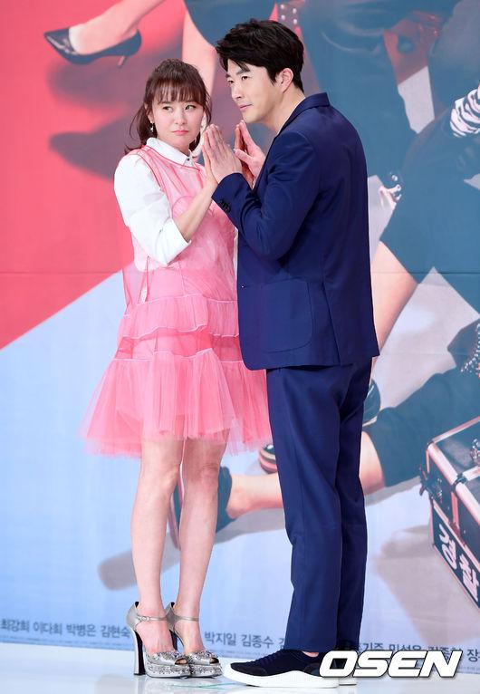Bạn diễn với Choi Kang Hee là tài tử Kwon Sang Woo.