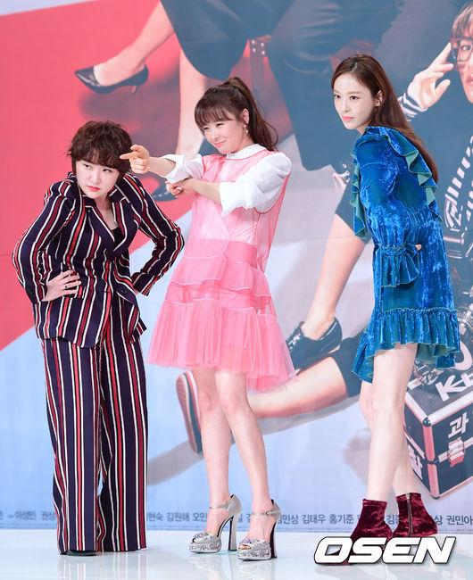 Dàn nghệ sĩ nữ: Kim Hyeon Sook, Choi Kang Hee và Lee Da Hee.