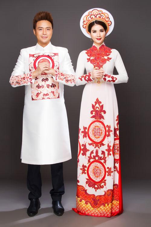 Nếu vẫn yêu thích màu đỏ nhưng muốn tạo phong cách nhẹ nhàng, trang nhã, cô dâu và chú rể có thể chọn căpj áo dài lụa trắng in họa tiết hoa sen cách điệu.