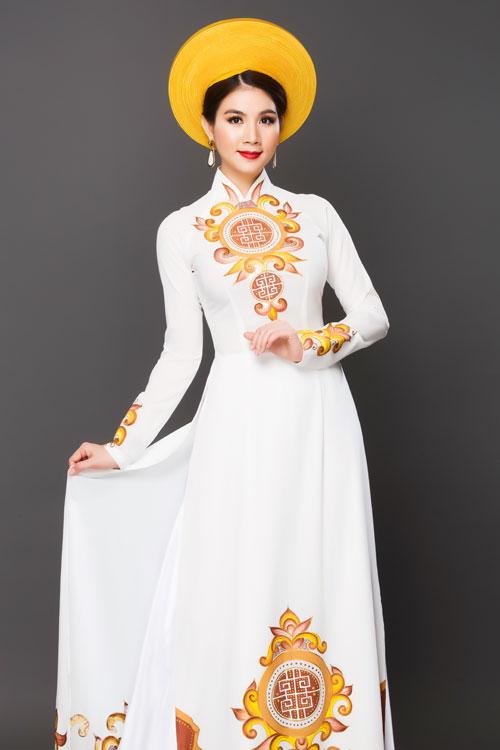 Với dáng áo này, cô dâu chỉ cần chọn một chiếc mấn đơn sắc, không đính kết kim sa, hạt cườm.