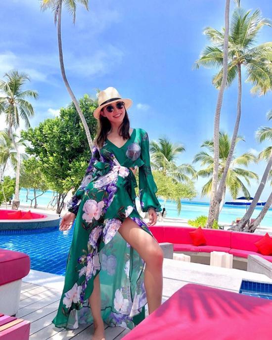 Á hậu Hong Kong khoe ba vòng hoàn hảo dưới nắng biển Maldives - 2