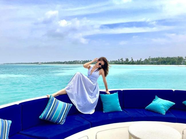 Á hậu Hong Kong khoe ba vòng hoàn hảo dưới nắng biển Maldives - 1