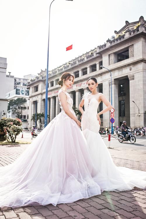 Những mẫu váy cưới lấy cảm hứng từ đóa hoa xuân được nhiều cô dâu yêu thích trong mùa cưới đầu năm nay. Các thiết kế tuy không có đột phá về phom dáng nhưng nổi bật với cách trang trí điểm xuyết họa tiết hoa 3D và ren kết cườm nổi tinh tế.