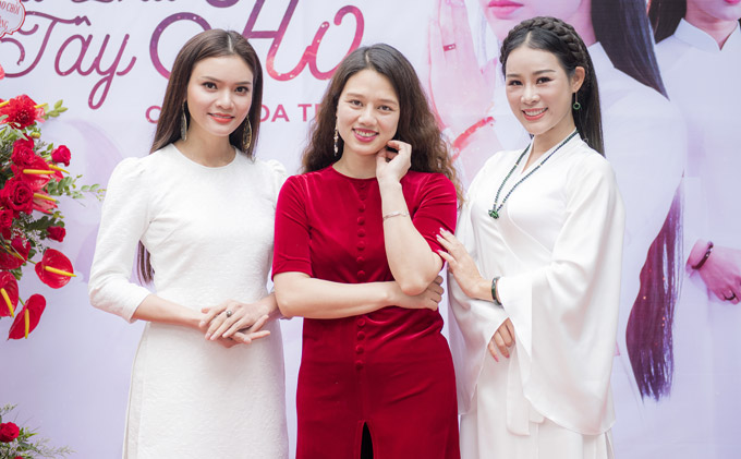 Từ trái sang: Sao Mai Phương Thảo, đạo diễn Lam Hạ và Hoa Trần. Bộ ba rất thân thiết với nhau trong cuộc sống đời thường.