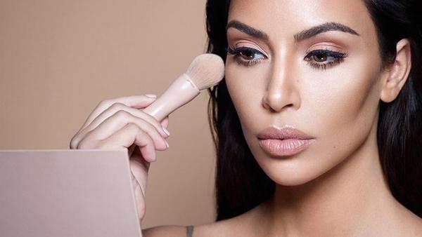 Tạo khối sáng và tối là cách hữu hiệu giúp da trông có sức sống, bớt khô ráp.
