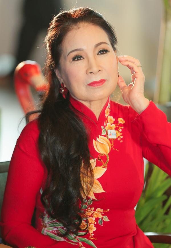 Nghệ sĩ Kim Xuân rất vui vì UBND thành phố duy trì lễ hội ý nghĩa, tôn vinh tà áo dài và khuyến khích người dân giữ gìn văn hóa, truyền thống của dân tộc.