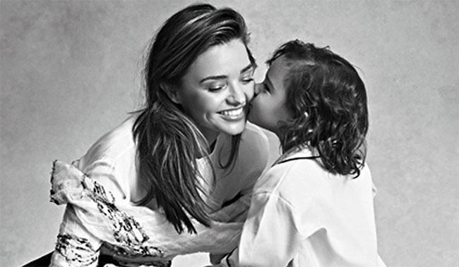 Miranda và bé Flynn - con trai riêng của cô từ cuộc hôn nhân với tài tử Orlando Bloom.