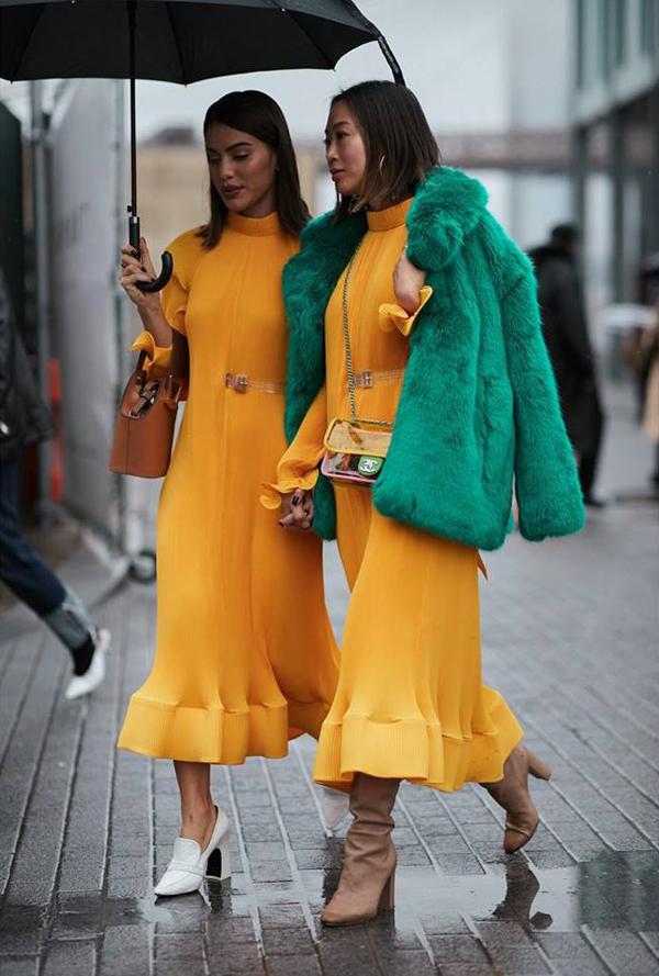 Ngay sau khi rời sàn diễn của các tuần lễ thời trang danh giá ở mùa mốt năm nay, các mẫu túi nhựa trong của Chanel đã được nhiều fashionista thế giới ưa chuộng.
