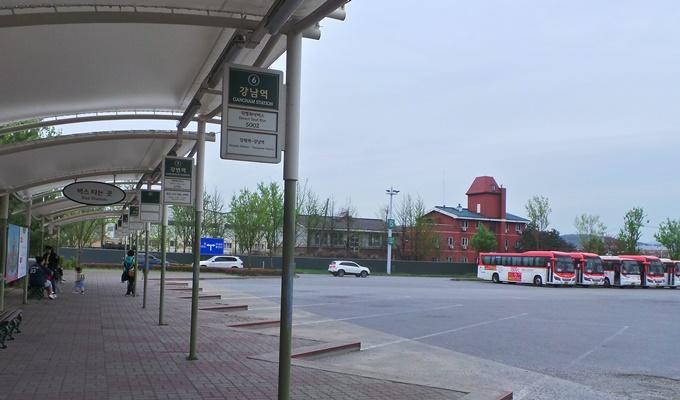 Trạm xe buýt ở Yongin.