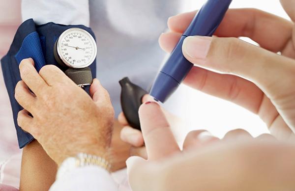 Tăng nguy cơ mắc bệnh tiểu đường Chất béo dư thừa sẽ làm tăng nguy cơ mắc bệnh tiểu đường do lượng insulin trong máu
