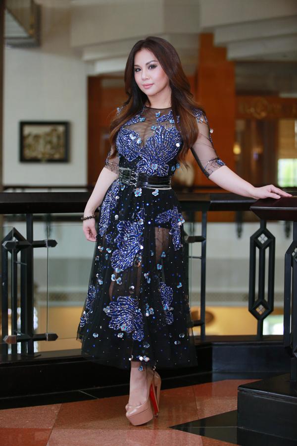 Chiều 2/3, Minh Tuyết có mặt tại buổi họp báo ra mắt show diễnIm In Love tại Hà Nội.