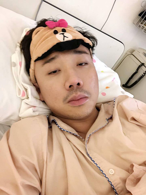 Trấn Thành buồn khi phải nằm viện.