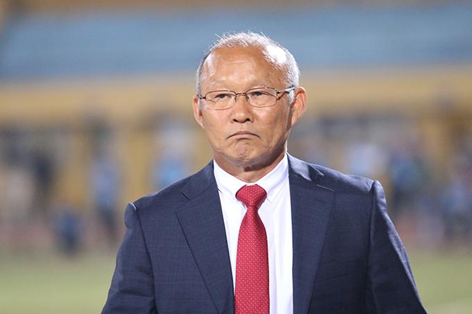 HLV Park Hang-seo có ba tuần theo dõiV-League 2018 trước khi tuyển Việt Nam tập trung trở lại. Ảnh: Văn Đương.