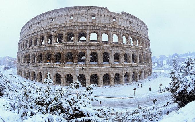 Cảnh tượng cổ tích \'xưa nay hiếm\' khi Rome chìm trong tuyết