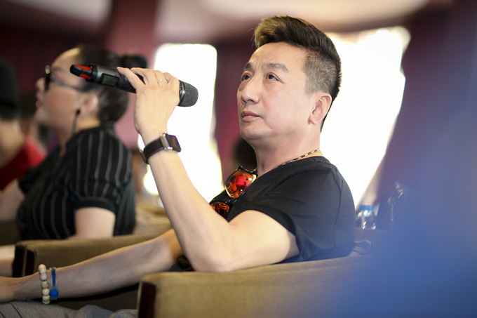 Ca sĩ Trường Vũ cũng có mặt tại buổi tập cùng Như Quỳnh tại TP HCM. Anh là một trong những khách mời đặc biệt của chương trình.