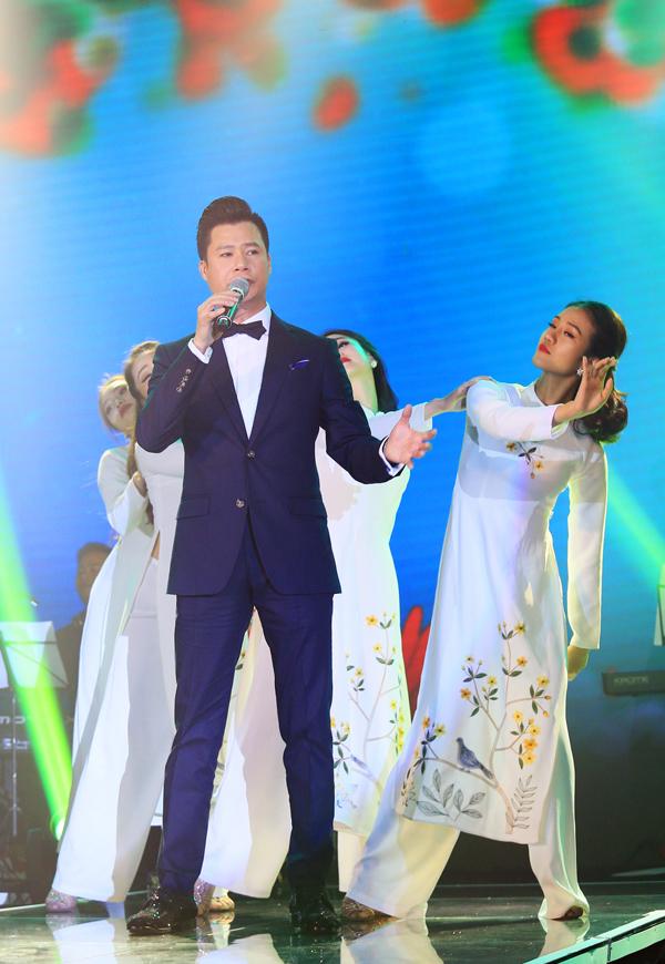 Chương trình còn có sự tham gia của ca sĩ Quang Dũng. Anh thể hiện các ca khúc: Bài tình ca nhỏ, Lạc mất mùa xuân, Ru em từng ngón xuân nồng...