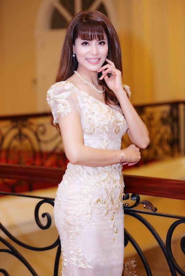 Người đẹp Băng Châu là bạn cùng thời,rất thân với Mai Thu Huyền.