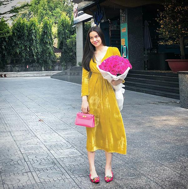 Đầu mùa nắng, sao Việt đua nhau diện trang phục rực rỡ sắc màu - 5