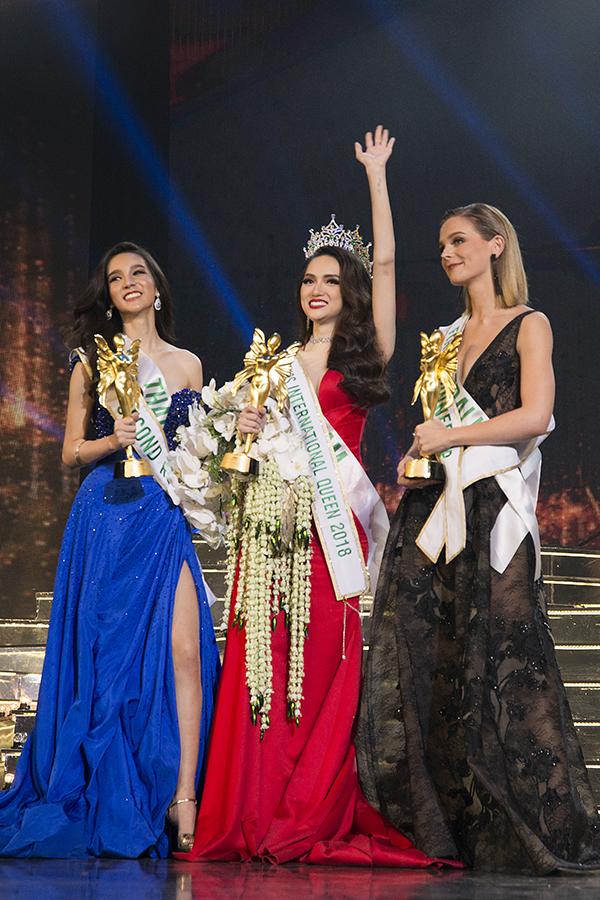 Hương Giang vỡ oà khi trở thành tân Hoa hậu Chuyển giới Quốc tế. Khán giả đánh giá chiến thắng của cô hoàn toàn xứng đáng.
