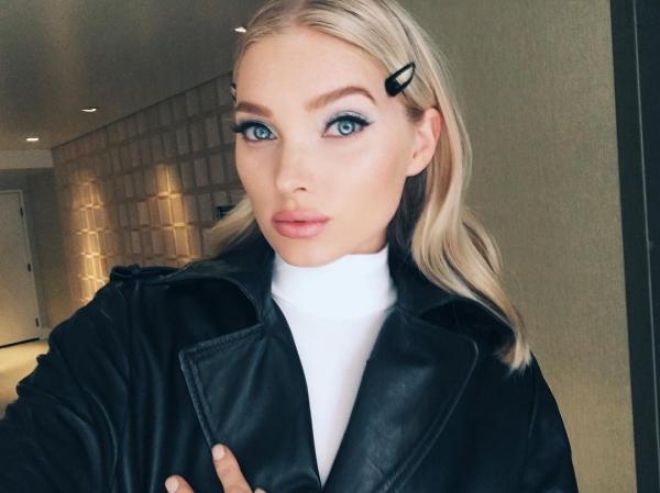 Thiên thần Victorias Secret Elsa Hosk cũng rất hào hứng với phụ kiện tóc này.