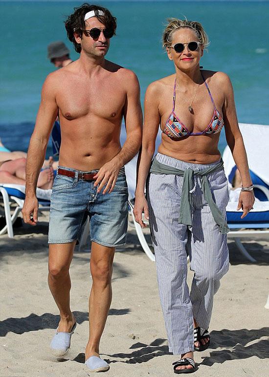 Sharon Stone đang tận hưởng kỳ nghỉ riêng lãng mạn cùng người tình tại thành phố biển Miami.