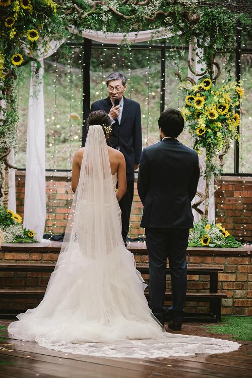 Toàn bộ số tiền mừng đám cưới được quyên góp cho quỹ ủng hộ bệnh nhân ung thư. Cô dâu chú rể cũng kêu gọi các vị khách tham gia hoạt động này. Đây là cách mà cô dâu chú rể muốn làm để tri ân bốcủa cô dâu, người đã mất vì bệnh ung thư.