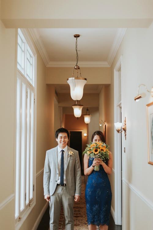Chú rể đến từ Singapore và cô dâu người Malaysia không mất quá nhiều thời gian chuẩn bị cho đám cưới bởi họ đã tìm được một đơn vị tổ chức ưng ý. Mọi khâu làm việc chủ yếu qua email.