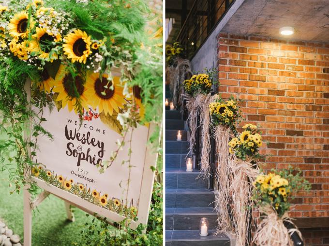 Ngay từ cổng của địa điểm tổ chức tiếc cưới, khách tham dự đã nhận thấy sự xuất hiện của những đóa hoa hướng dương vàng rực.