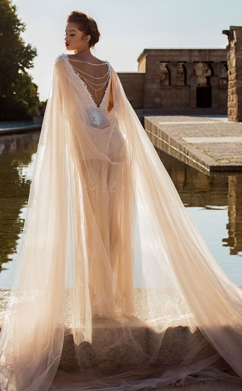 Váy cưới 2018: Khúc biến tấu của phần cổ và họa tiết trang trí (Phần 2) - 13
