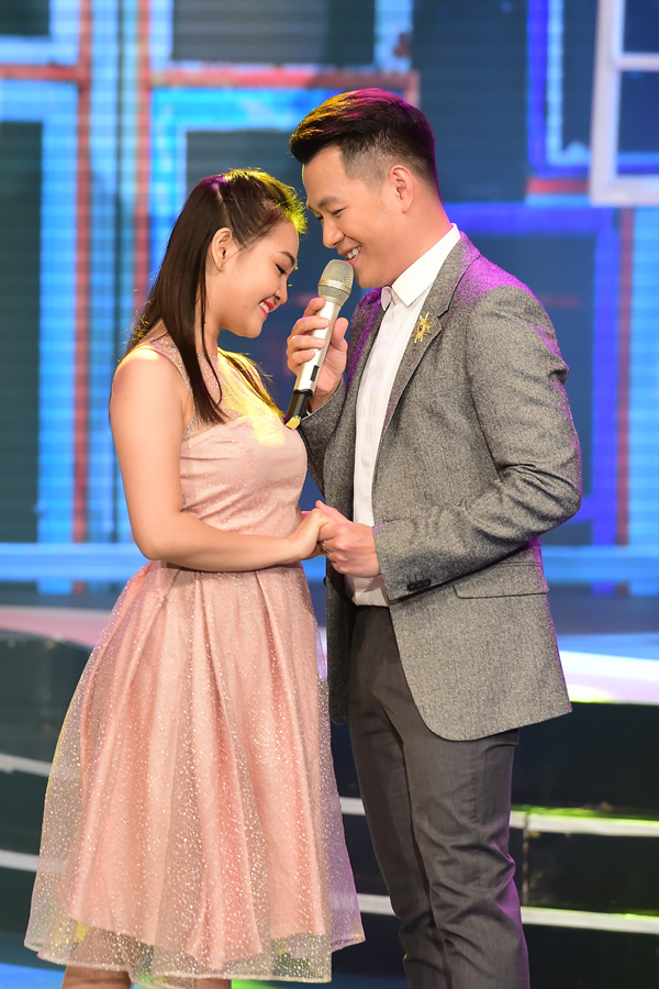Mẹ và anh em họ đi cổ vũ Hoa hậu HHen Niê lần đầu làm MC - 5