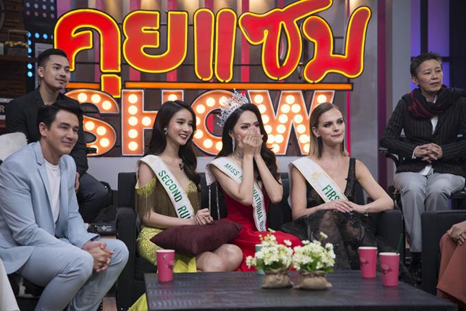 Việc Hương Giang lên ngôi không chỉ được khán giả Việt Nam đồng thuận mà người Thái Lan cũng đánh giá cao. Hôm qua, khi cô đi mua sắm ở một trung tâm thương mại tại Pattaya, rất nhiều người nhận ra và xin chụp ảnh chung.