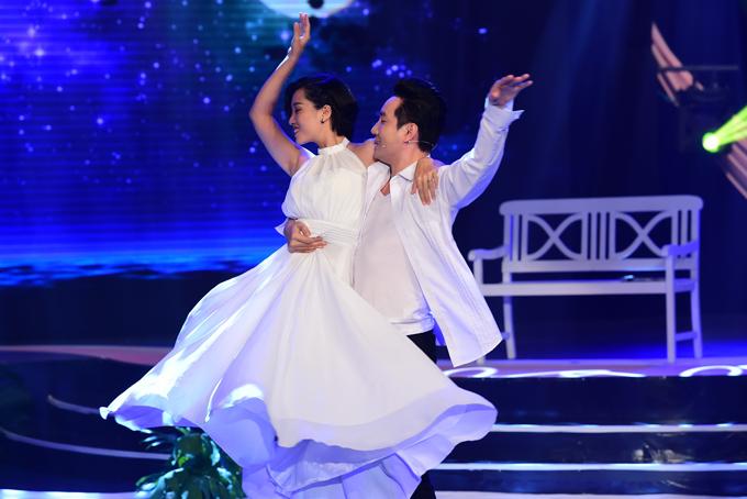 Mẹ và anh em họ đi cổ vũ Hoa hậu HHen Niê lần đầu làm MC - 6