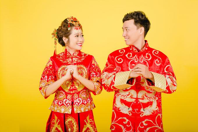 Zhang Fan và Nguyễn Trường Anh Thảo hiện kinh doanh trong lĩnh vực bất động sản và khách sạn tại TP HCM. Chàng trai đến từ Tân Cương, cực Tây Bắc của Trung Quốc, và cô gái miền Nam Việt Nam gặp nhau khi học thạc sĩ tạiĐại học Warwick, Anh Quốc. Là bạn học cùng lớp, ngay từ lần đầu nói chuyện, cả hai đã thấy rất hợp nhau. Sau đó, chẳng hẹn mà gặp, Fan và Thảo là hai người hiếm hoi trong lớp cùng tham gia một cuộc thi thử thách của trường tổ chức mang tênWarwick Jailbreak. Thế là họ lập thành một đội và cùng nhau đi càng xa càng tốt để thực hiện thử thách trong 36h mà không có một xu trong túi. Những kỷ niệm đẹp giữa hai người cũng bắt đầu từ đó.
